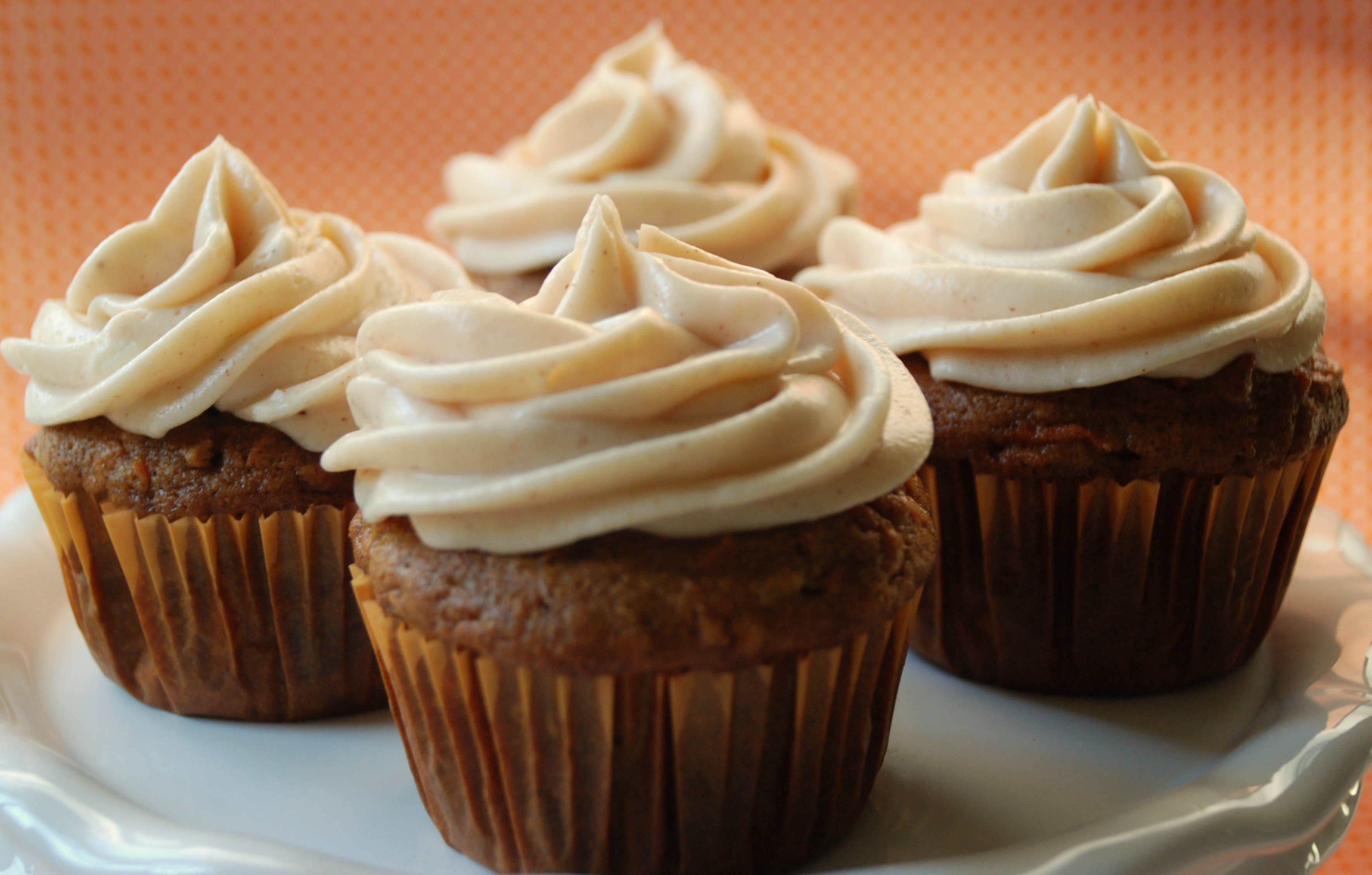 ... carrot cake carrot cupcakes cinnamon cream cheese frosting cupcakes on