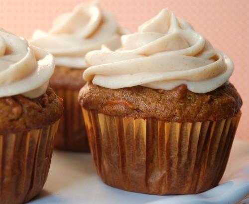 cupcake with cinnamon cream cheese