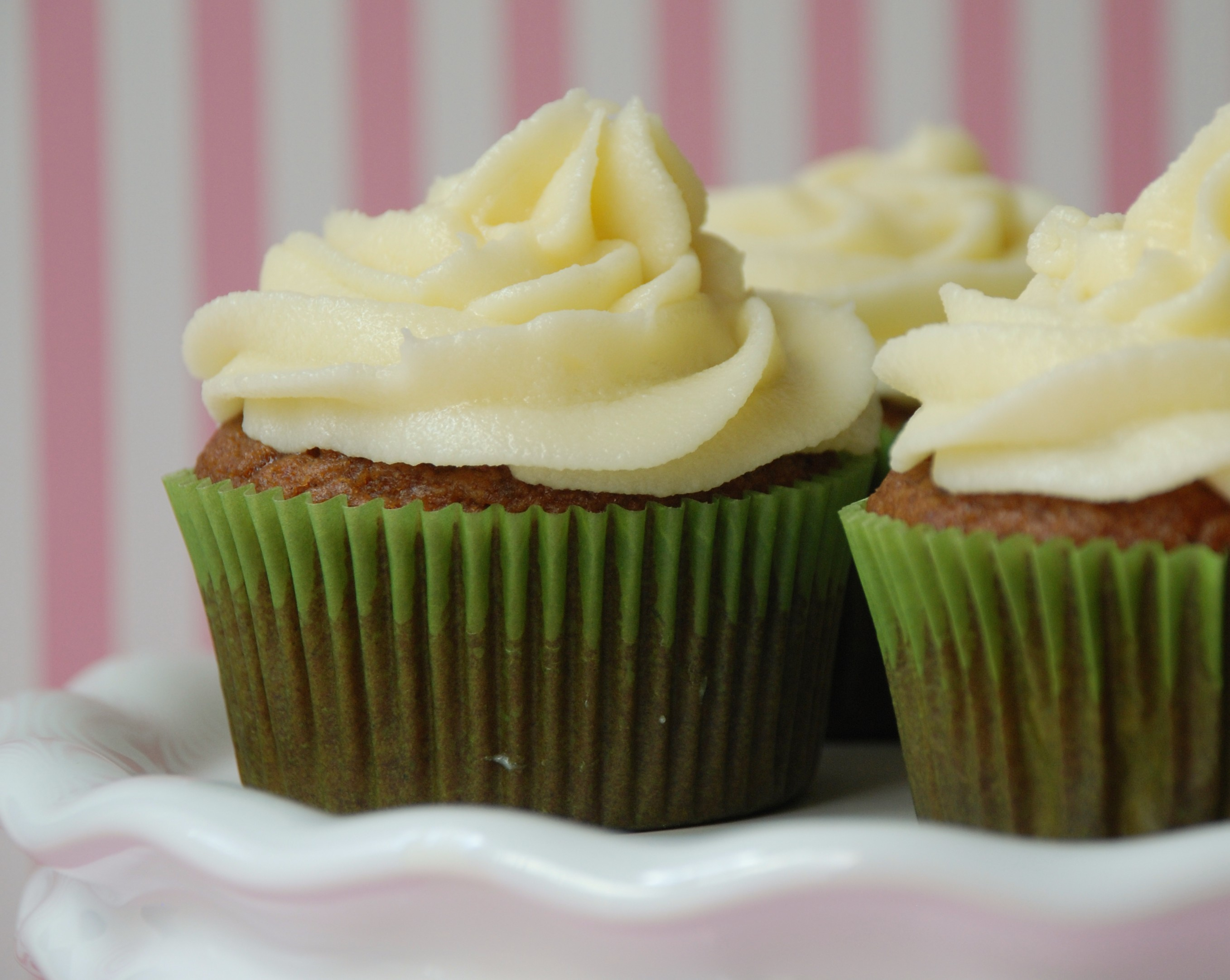 Pumpkin Spice Cupcakes With Maple Cream Cheese Frosting Recipes ...